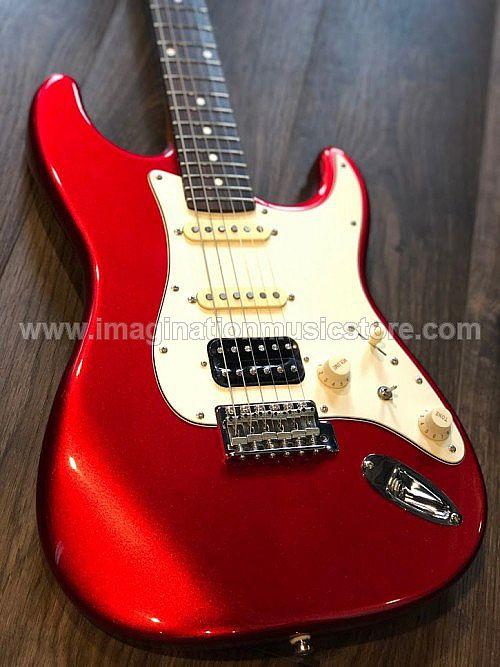 Gilmour Guitar Custom Shop Modern Vintage in Candy Apple Red